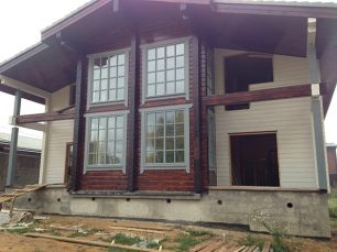 Примеры работ по остеклению балконов, лоджий, домов и дверей.